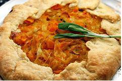 Butternut_squash_and_caramelized_onion_galette