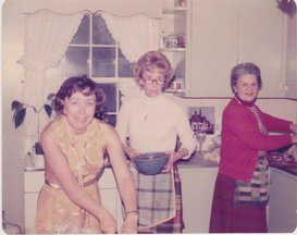 Family_womenkitchen
