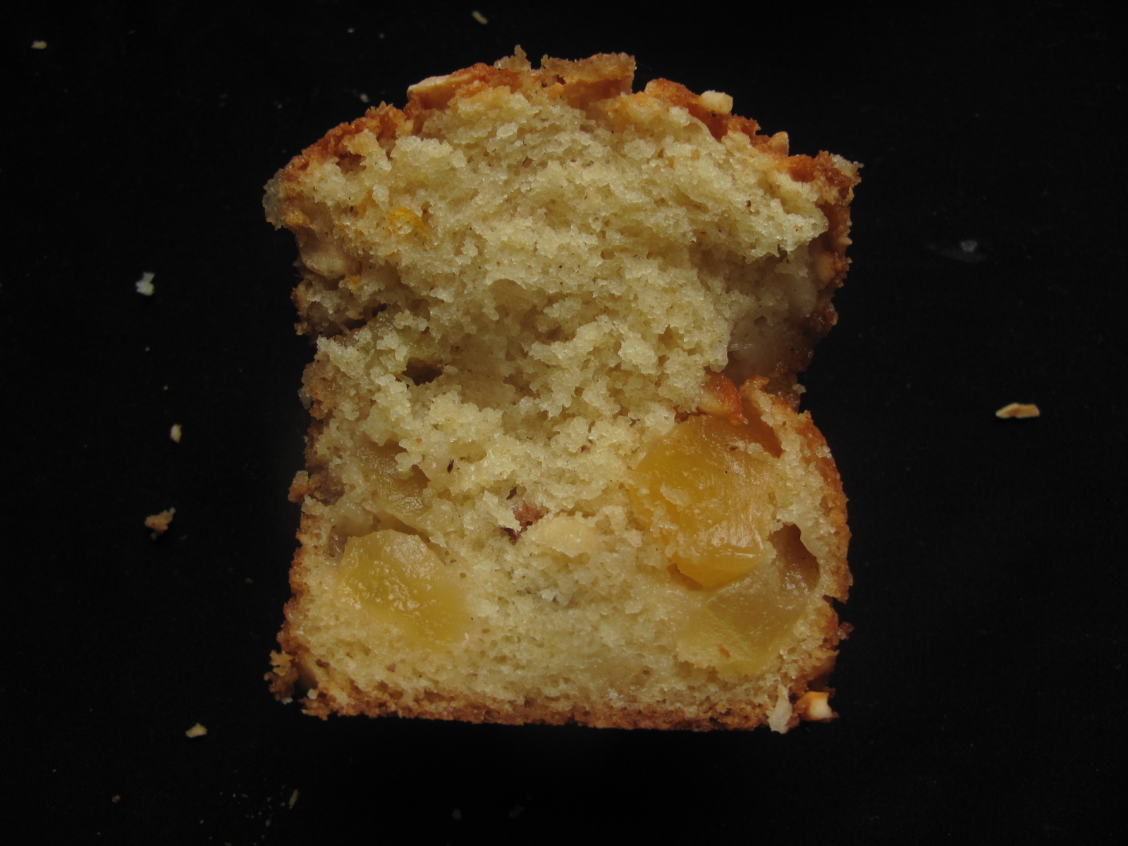 Apple and hazelnut sponge