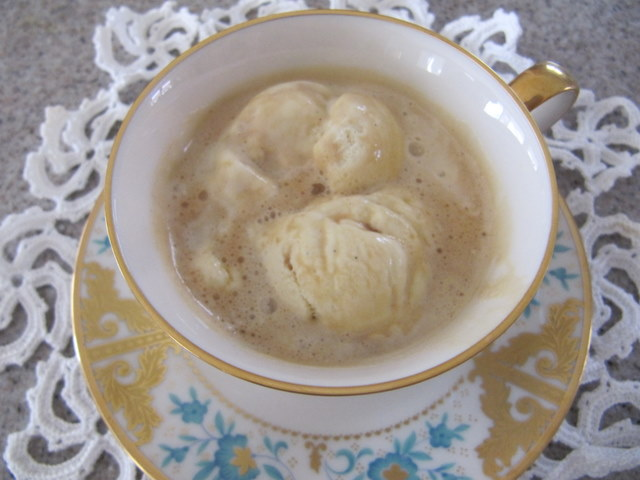 Amaretto Affogato