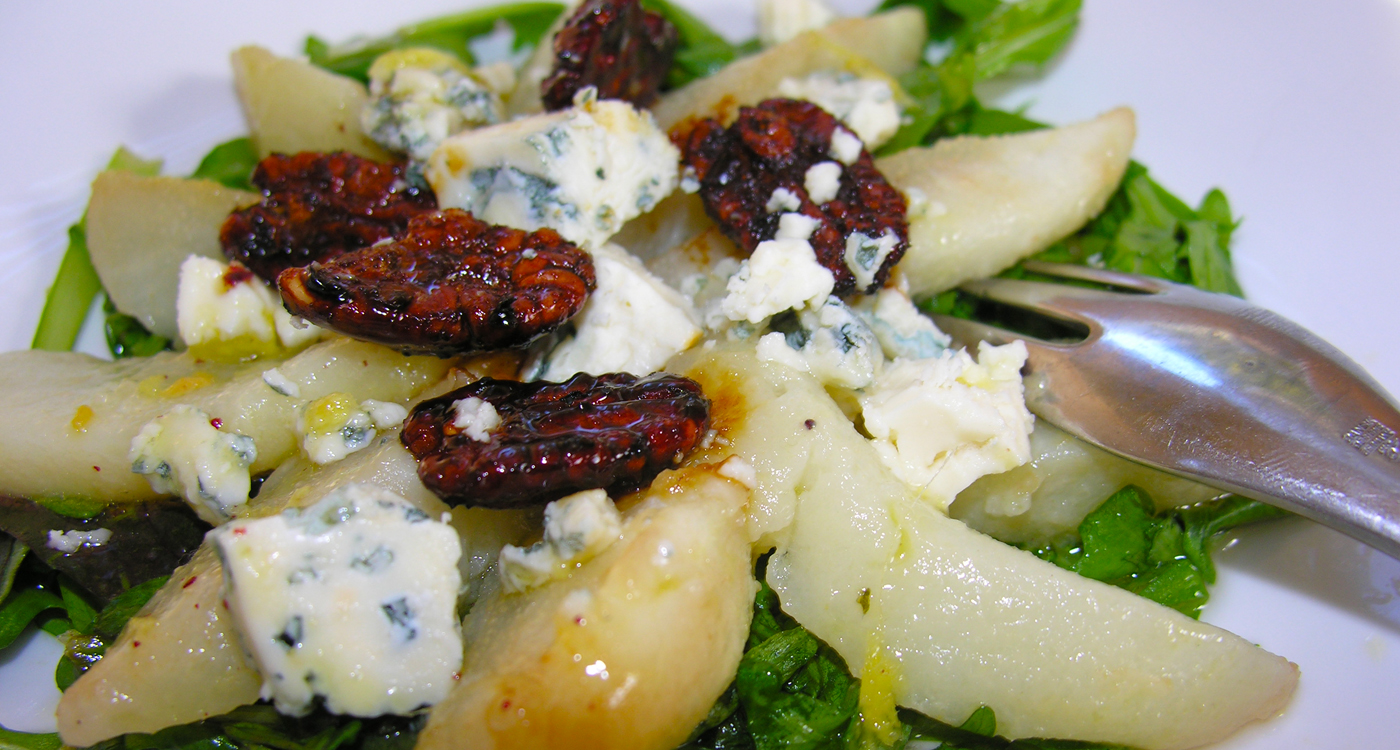 Pear salad with roasted pecans
