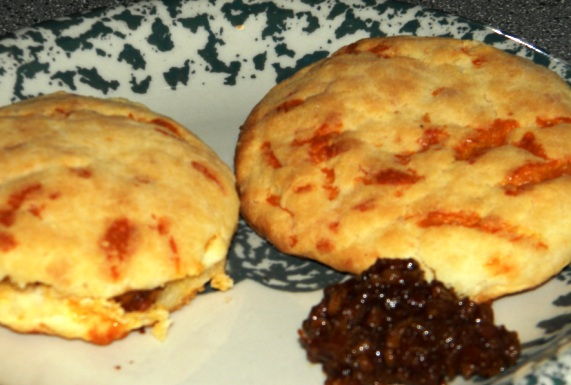 Cheddar cheese biscuits with bacon jam