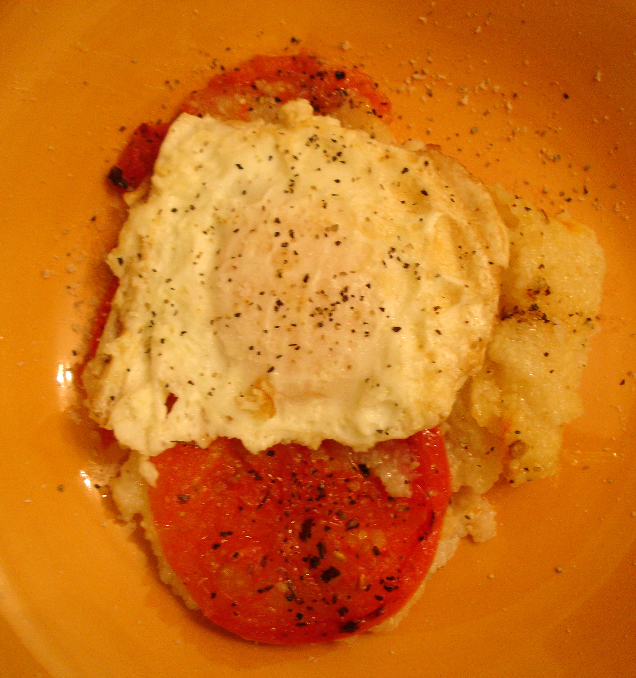 Grits with tomatoes over easy