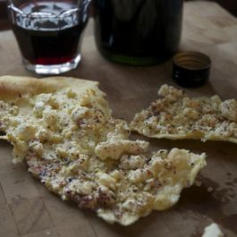 Sardinian_flatbread_wit_hfeta_and_za_atar