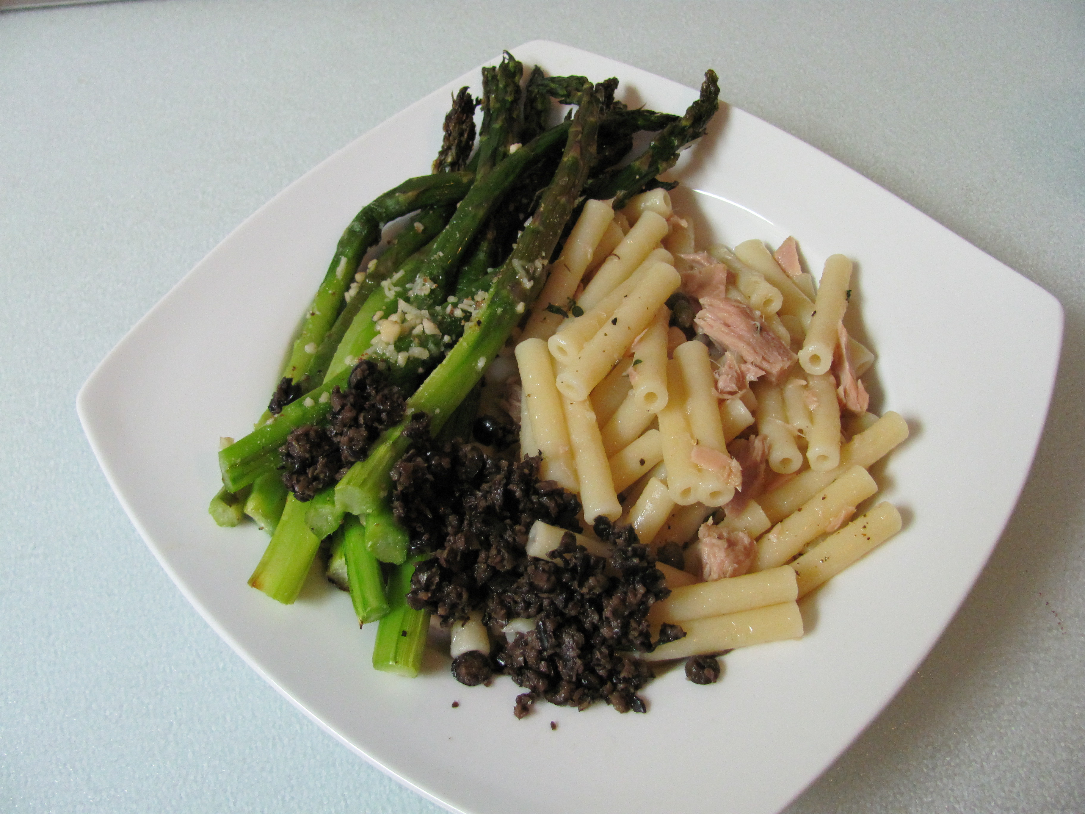 Pasta with tuna and roasted asparagus