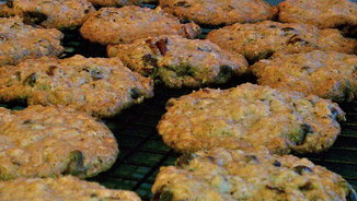 Crispy Oatmeal Cookies with Pecans and Chocolate Chips
