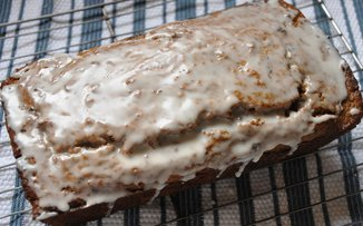 Smoky_tea_prune_bread_glazed