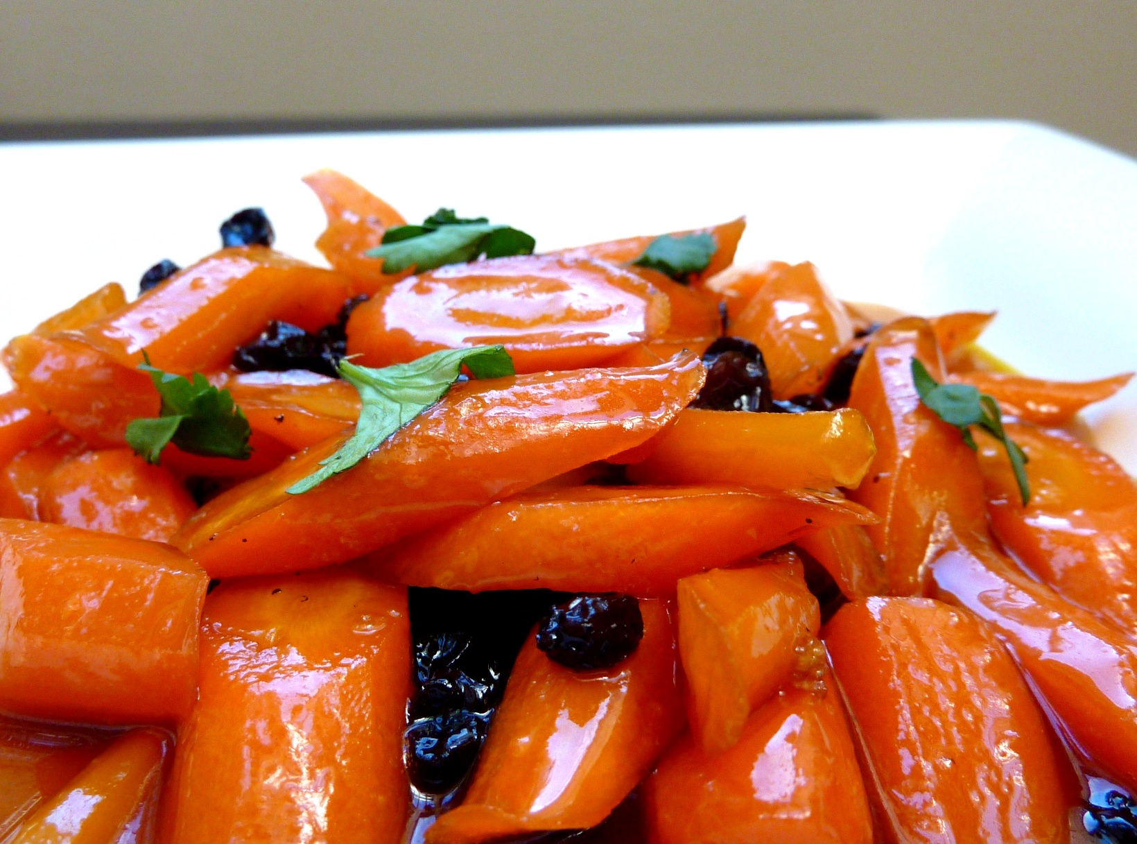 Honey Tangerine Glazed Carrots with Currants