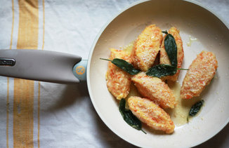 Carrot_gnocchi_in_pan