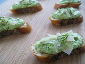 Spring Pea and Ricotta Crostini