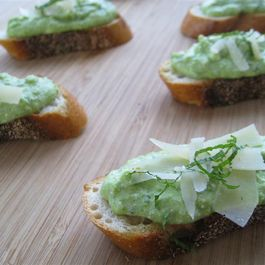 Ricotta_and_pea_crostini_medium_