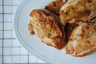 Pan_roasted_chicken_breast_with_dijon_sauce_and_crispy_pancetta