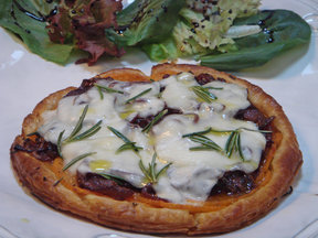 Onion_and_cheese_galette_last
