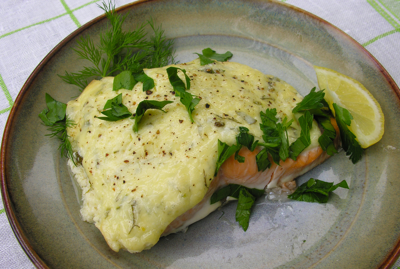 Salmon baked with aioli and sour cream