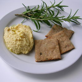 Buckwheat_rosemary_crackers_with_hummus