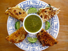 Quesadillas Blancas Con Salsa Verde