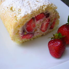 Strawberry-ricotta_roulade_with_pistachios_i