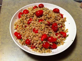 Farro salad with fake pesto and cherry tomatoes