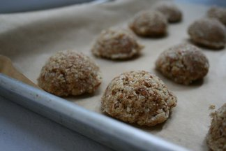 Rawvegancoconutalmondmacaroons