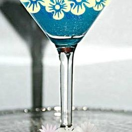 Blue_martinis_poolside_drinks