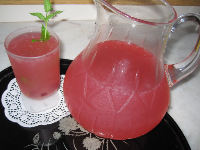 Refreshing Pomegranate Lemonade
