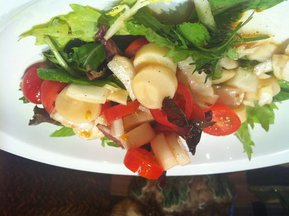 Hearts_of_palm_salad_white_plate