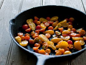 Small_tomatoes_in_pan