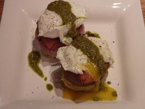 Eggs_benedict_with_artichoke_bottomes_medium