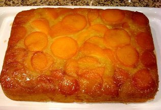 Apricot_upside_down_cake