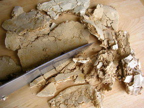 Crushed meringue for ice-cream topping