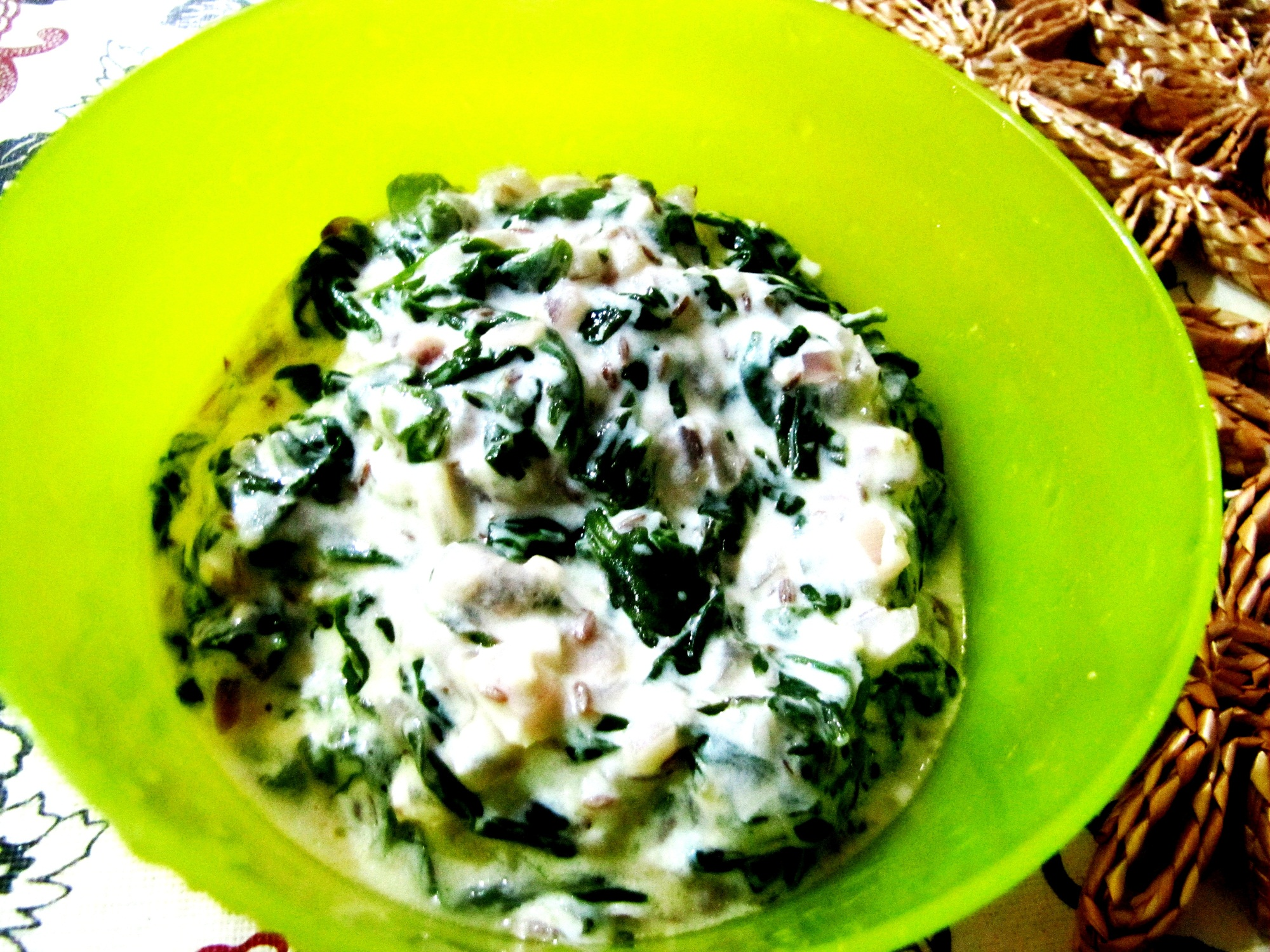 Creamy Yogurt Spinach Curry with Ginger and Black Pepper