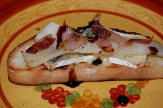 Grilled Ciabatta with Pears, Prosciutto, and Cheese