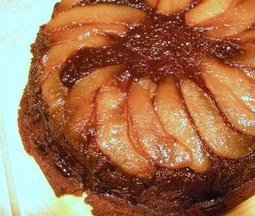 Skillet_gingerbread_pear_upside_down_cake