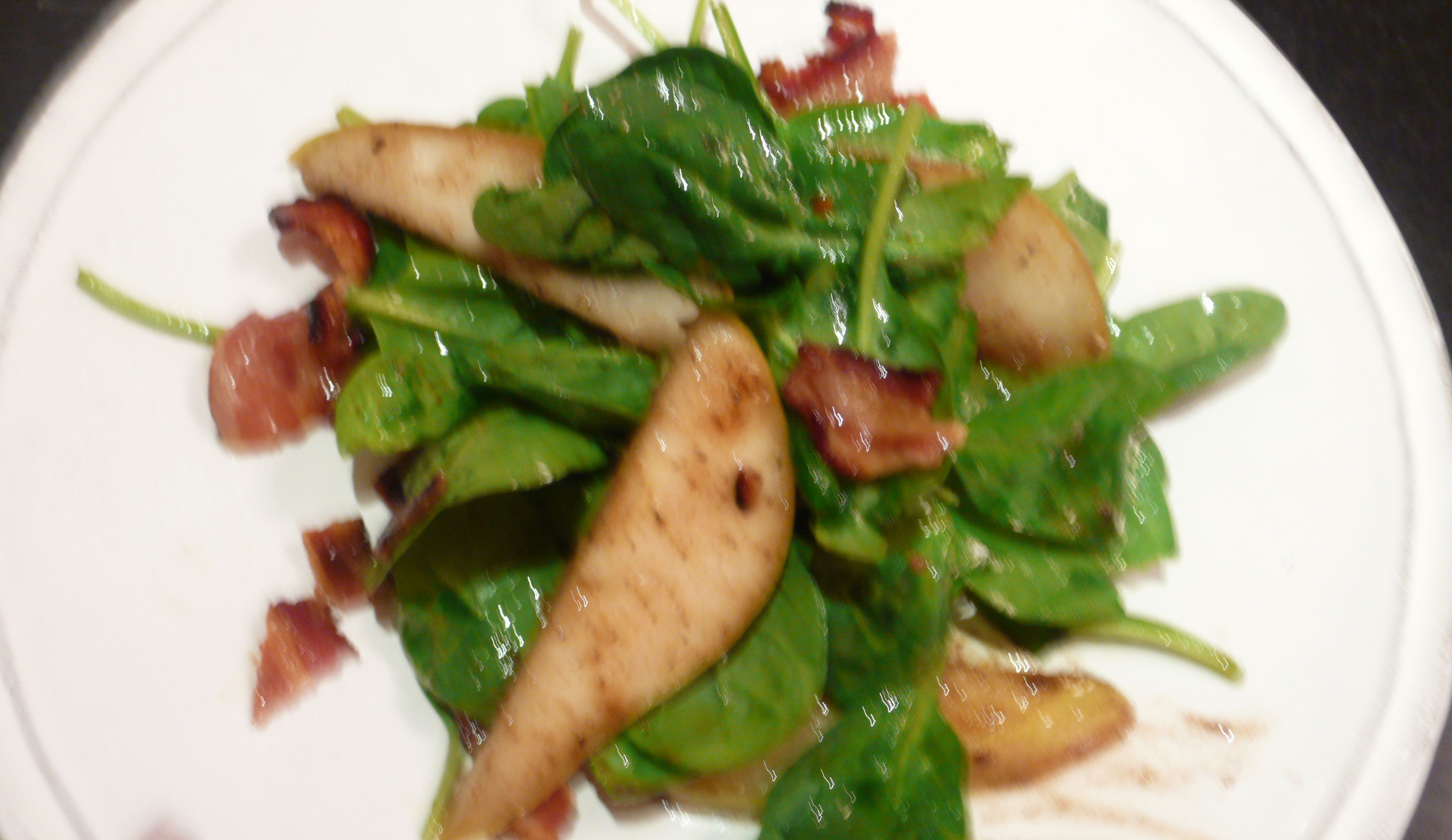 SPINACH AND PEAR SALAD