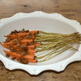 Roast_carrots_with_fleur_de_sel_maple_candied_pecans_and_orange_zest_-_leif