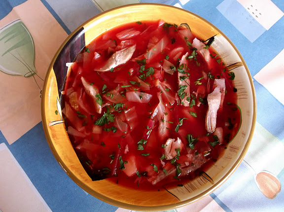 "Ukrainian Borscht Served with Garlicky ""Pampushki"""