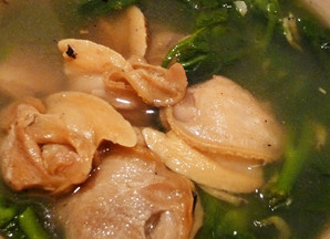 Big clam soup with Vietnamese spinach