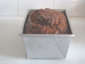 Banana_bread_in_pan_1