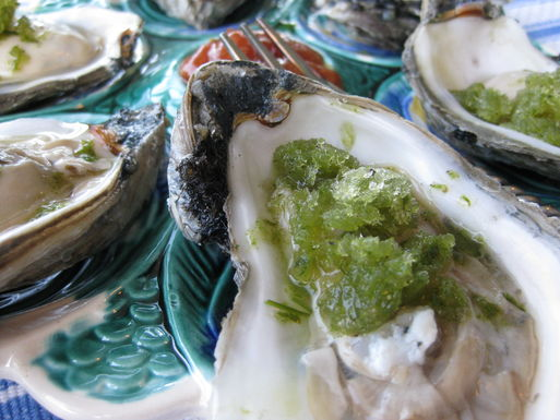 Oyster_with_green_snow