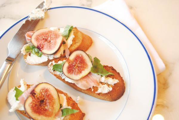 Fig, Goat Cheese, and Prosciutto Crostini