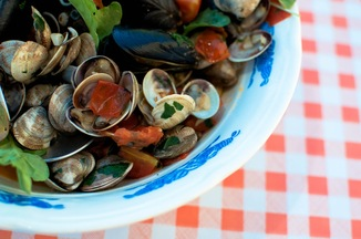 Mussels and Clams in White Wine