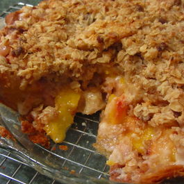 Peach_crumb_pie_cut_2