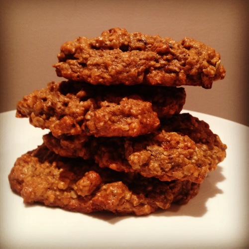 Vegan Dark Chocolate and Gogi Berry Oatmeal Cookies 
