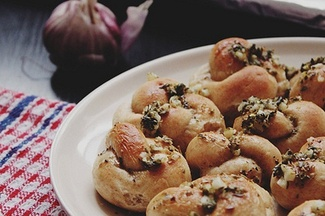 The Softest Garlic Knots Ever