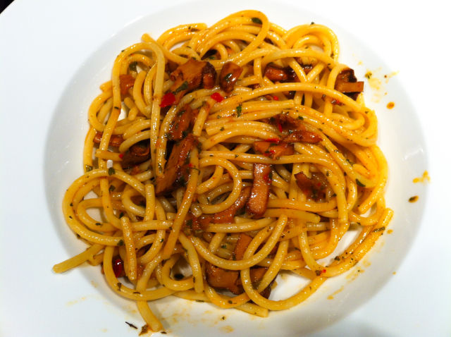 Amatriciana-Inspired Vegan Bucatini with Chanterelles Mushrooms