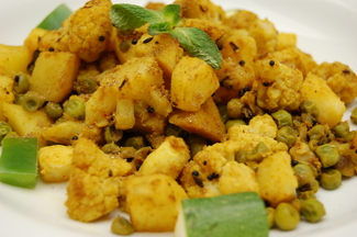 Aloo Gobi ~ A dry Indian curry of Cauliflower, Potato &amp; Peas