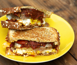 Pork_and_eggs_breakfast_sandwich-52