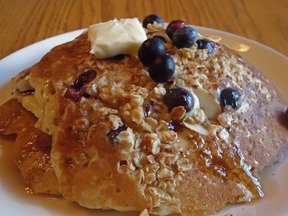 Blueberry_crunch_pancakes_2
