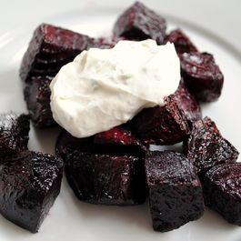 Roasted_beets_with_chevre-yogurt_sauce