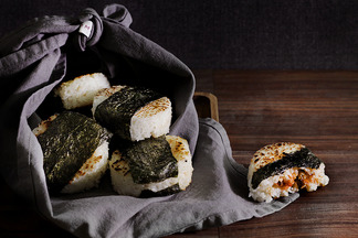 spicy smoked salmon onigiri / rice balls
